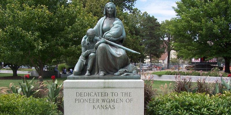 Pioneer Woman Statue photo by J. Stephan Conn